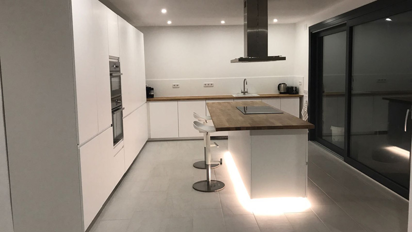 Kitchen Villa Costa Barcelona by night