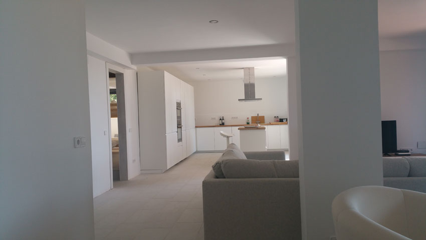 Living room and kitchen Villa Costa Barcelona